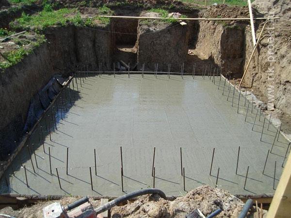 Строительство плитного фундамента с цокольным этажом