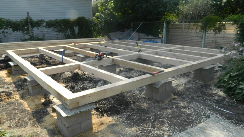 Рис. 1.1: Столбчатый фундамент из ФБС блоков с деревянным ростверком.