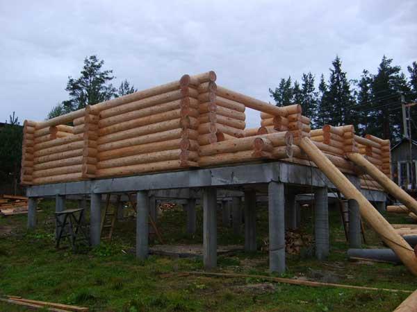 Строительство дома из бруса на опорно-столбчатом фундаменте