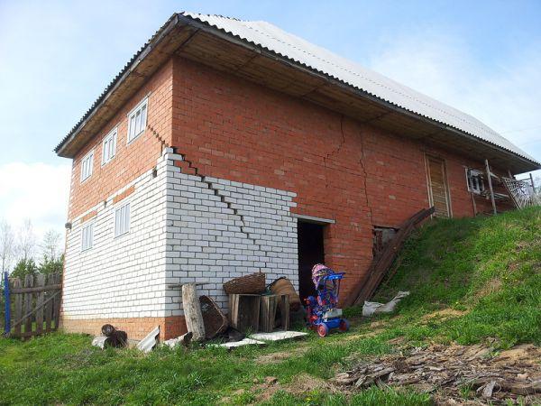 повреждение здания под воздействием пучения грунта